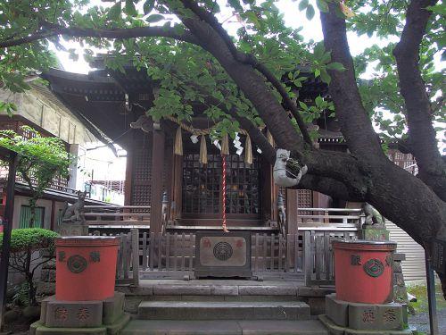 柳森神社 - 江戸城の鬼門除けとして創建・「おたぬきさま」のいるお稲荷さま