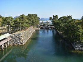 瀬戸内海のブルーと松並木のグリーンを殿様気分で高松城から望む|香川県|LINEトラベルjp 旅行ガイド