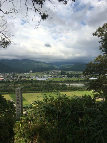 三室山城 〜主郭跡から望む〜