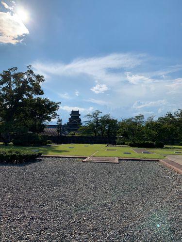 松本城(深志城) 〜二の丸御殿跡より天守を望む〜